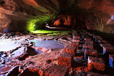 瑰丽的地下艺术殿堂 中国六大溶洞