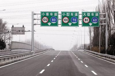 ▲东快路就要开通,市民终于可以摆脱堵车之苦了。