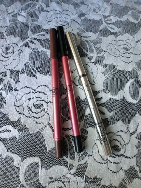 左起:MSH love pencil 眼线笔棕色,黑色; Integrate 甜美色线浓密笔型眼线胶笔色号:BR610