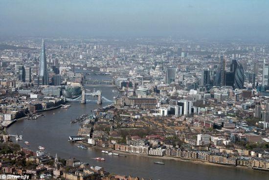 坐直升飞机游览英国 鸟瞰伦敦缤纷景致