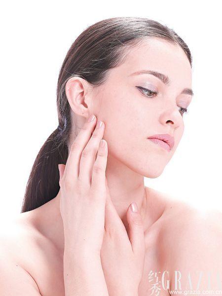 卸妆油是清洁彩妆力度最强大的单品