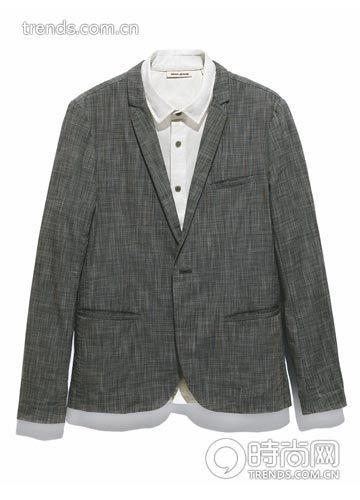 白衬衫:DKNY Jeans RMB 1090;灰色休闲西服:Donoo-1 RMB 1090