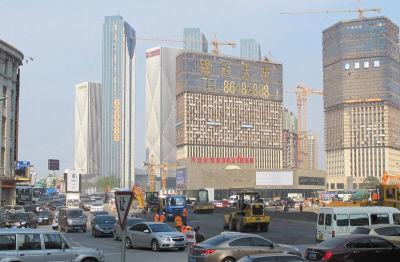 港湾广场道路改造工程正紧锣密鼓进行中。