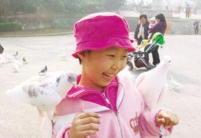 文绮是个聪明伶俐、爱笑的孩子。