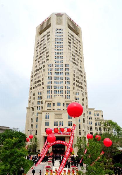 与中信银行,海关大楼,开发区图书馆等并肩而立.