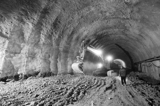 大连南部滨海大道772米支线南线隧道贯通
