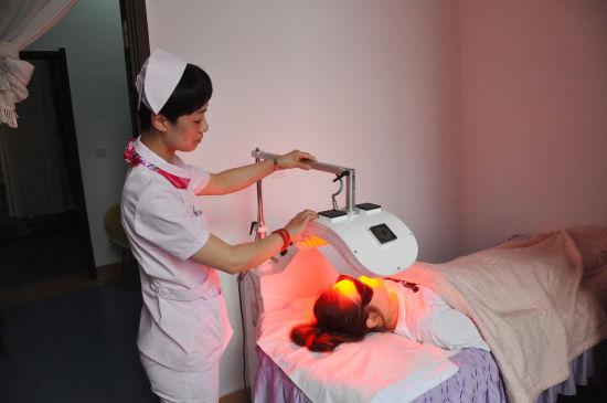 LED红蓝光疗法 定制个性化治疗方案