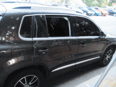 一晚上十多辆车被砸窗 小偷只认钱