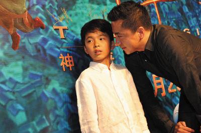 王中磊携儿子红毯首秀