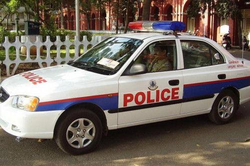 印度老太制服两窃贼 罚其做仰卧起坐
