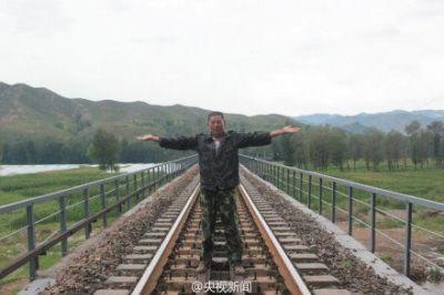 河北铁路遭泥石流村民拦火车避免重大事故