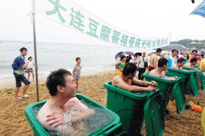 大连豆腐哥挑战冰桶