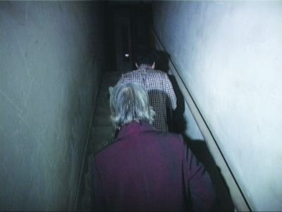 8旬老太因小区电梯停工爬27层楼回家