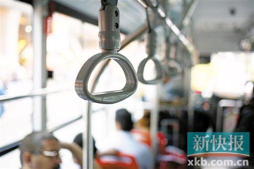 男子公交车练体操 司机急刹车致多人受伤
