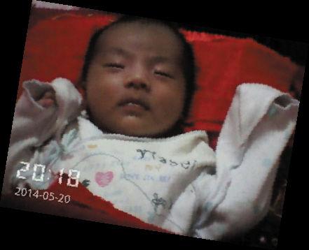 男婴靠呼吸机维持生命 妈妈离家不知孩子病情