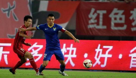 上港2-0阿尔滨取3连胜 阿尔滨积极进攻难得分