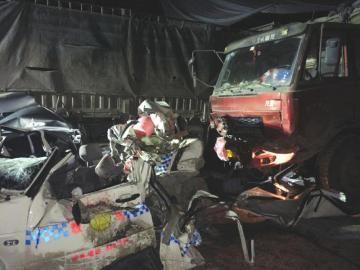 大货车连撞11辆车致4死8伤