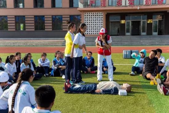 长海高中近700名师生共同学习急救知识